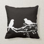 Pájaros de reclinación escénicos negros ahumados almohadas