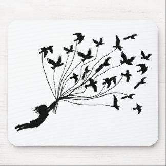 Pájaros de vuelo en el cojín de ratón de las secue mousepad