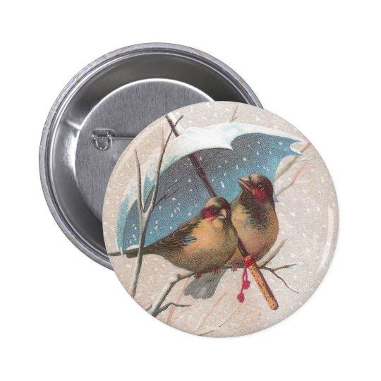 Pájaros debajo del paraguas azul pin redondo de 2 pulgadas