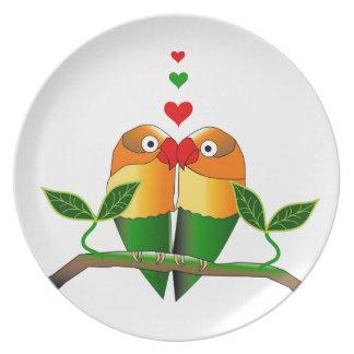 Pájaros del amor ahora en las placas del fiesta plato de cena