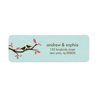 Pájaros del amor en el boda del árbol etiqueta de remitente