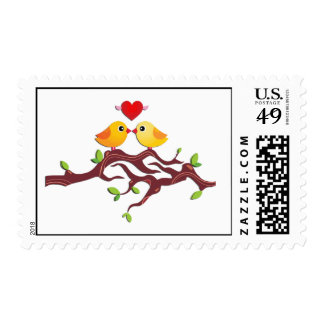Pájaros del amor en una rama sellos