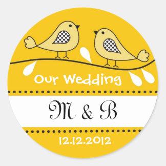 Pájaros del amor que casan a los pegatinas del pegatina redonda