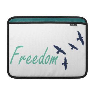 Pájaros del arte de la palabra de la libertad fundas MacBook