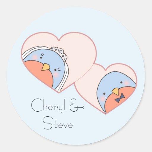 Pájaros del boda en los corazones azules pegatina redonda