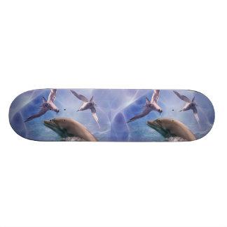 Pájaros del delfín y del salto patin