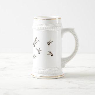 Pájaros del tarareo jarra de cerveza