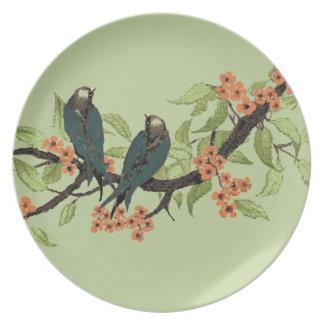 Pájaros del trullo del vintage en la flor de plato para fiesta