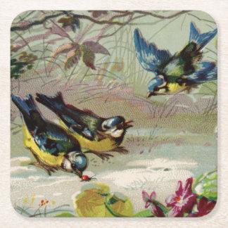 Pájaros del vintage en la nieve posavasos desechable cuadrado