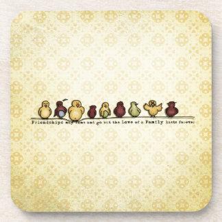 Pájaros en cita de la familia del fondo del posavaso