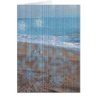pájaros en imagen grunged playa de la orilla de tarjeton