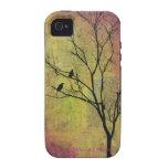 Pájaros en la silueta del árbol titulada 'la iPhone 4 carcasa
