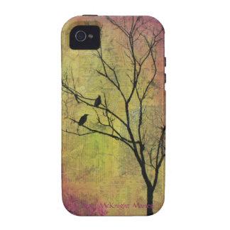 Pájaros en la silueta del árbol titulada 'la vibe iPhone 4 fundas