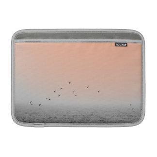 Pájaros en niebla fundas macbook air