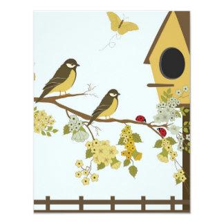 """Pájaros en rama del Birdhouse Invitación 4.25"""" X 5.5"""""""