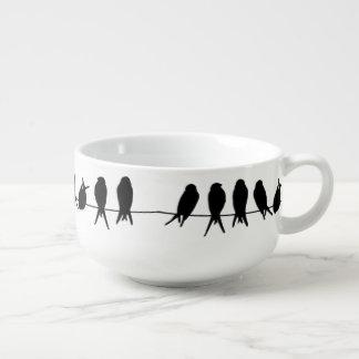 Pájaros en un alambre en color de fondo editable cuenco para sopa