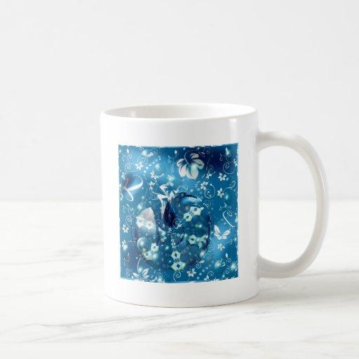 Pájaros en un cuenco taza de café