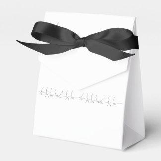 Pájaros en un diseño de la silueta del negro del caja para regalo de boda