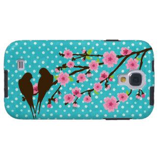 Pájaros en una rama floreciente