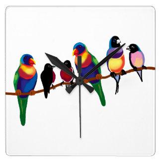 Pájaros en una rama reloj cuadrado