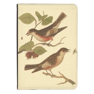 Pájaros encaramados en las ramas que comen funda para kindle