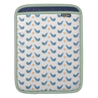 Pájaros escandinavos en el tema del jardín mangas de iPad