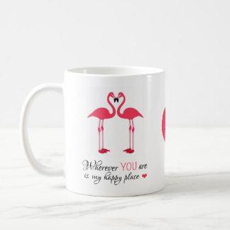 Pájaros felices Famingos rosado del amor del lugar Taza Básica Blanca