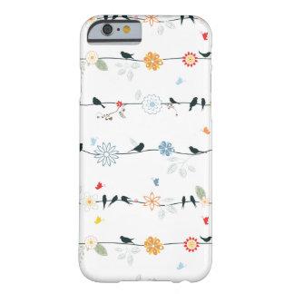 Pájaros femeninos en un alambre y flores funda de iPhone 6 barely there