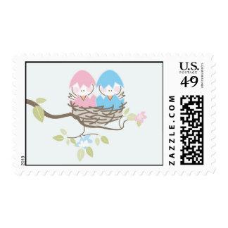 Pájaros gemelos rosados y azules del sello de la f