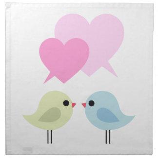 Pájaros lindos del amor con los corazones rosados servilletas