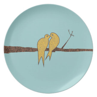 Pájaros lindos del amor del trullo que se besan plato para fiesta