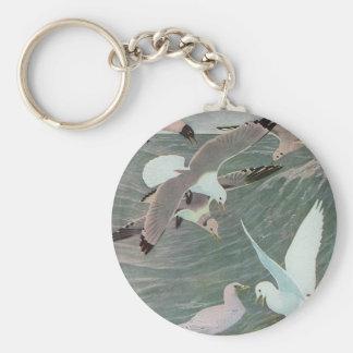 Pájaros marinos del vintage, gaviotas que vuelan llavero redondo tipo pin
