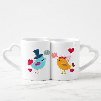 Pájaros novia del amor y tazas de los amantes del taza para enamorados