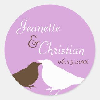 Pájaros púrpuras del amor de los pares que casan l