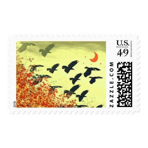 Pájaros que vuelan la luna roja