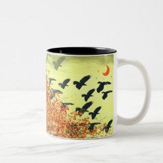 Pájaros que vuelan la luna roja taza dos tonos