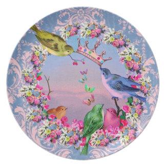 Pájaros reales en el brocado del vintage plato para fiesta