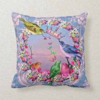Pájaros reales por los estudios de Bella Bella Cojín Decorativo