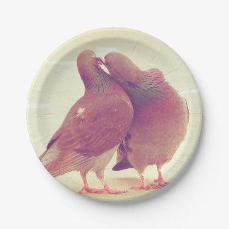 Pájaros retros del amor de la paloma que besan la plato de papel de 7 pulgadas