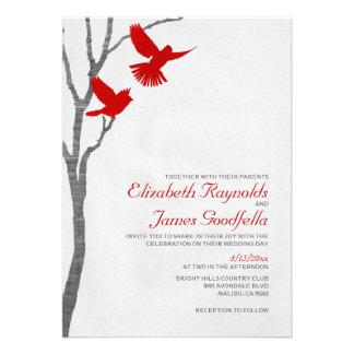 Pájaros rojos del vintage que casan invitaciones