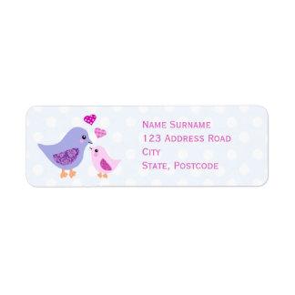 Pájaros rosados y púrpuras lindos de la madre y etiquetas de remite