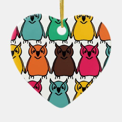 Pájaros salvajes del búho de los animales felices adorno de cerámica en forma de corazón