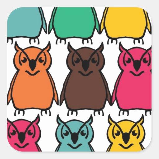 Pájaros salvajes del búho de los animales felices pegatina cuadrada