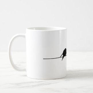 Pájaros sonrientes taza básica blanca