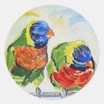 Pájaros tropicales del amor del paraíso vía arte pegatina redonda