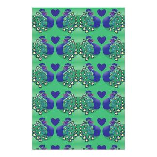 Pájaros verdes y azules hermosos de los pavos real  papeleria de diseño