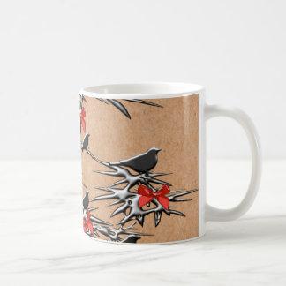 Pájaros y arcos del navidad taza básica blanca