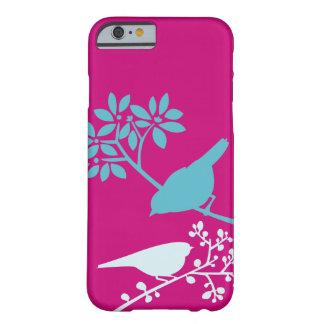 Pájaros y bayas coloridos funda para iPhone 6 barely there