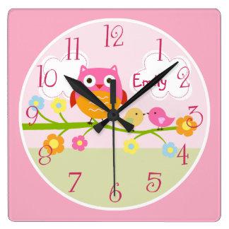 Pájaros y búho personalizados del amor en el reloj