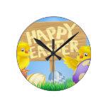 Pájaros y huevos de Pascua con la muestra Reloj De Pared